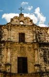 Facciata di vecchia cattedrale coloniale a vecchia Avana, Cuba immagini stock libere da diritti