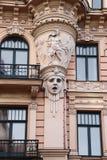 Facciata di vecchia costruzione con le sculture - la donna si dirige nello stile Jugendstil di Art Nouveau Immagine Stock Libera da Diritti