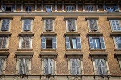 Facciata di vecchia costruzione a Roma Immagine Stock