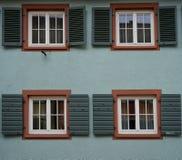 Facciata di vecchia via a Friburgo-in-Brisgovia Germania Fotografie Stock Libere da Diritti