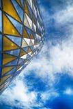 Facciata di vetro su costruzione immagine stock libera da diritti