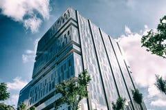 Facciata di vetro di un edificio per uffici fotografie stock