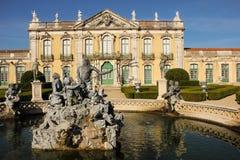 Facciata & fontana. Palazzo nazionale. Queluz. Il Portogallo fotografie stock libere da diritti