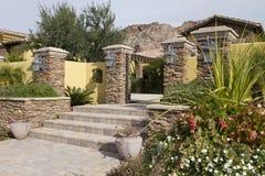 Facciata frontale di nuova casa moderna del deserto immagine stock libera da diritti