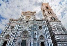 Facciata gotica della cattedrale di Firenze fotografia stock libera da diritti