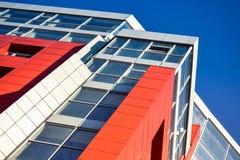 Facciata moderna blu rossa della costruzione Fotografia Stock Libera da Diritti