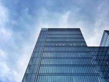 Facciata moderna dell'edificio per uffici Fotografie Stock Libere da Diritti