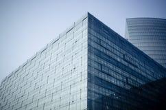 Facciata moderna dell'edificio per uffici immagine stock libera da diritti