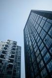 Facciata moderna dell'edificio per uffici fotografie stock