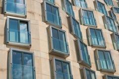 Facciata moderna della costruzione a Berlino Fotografia Stock Libera da Diritti