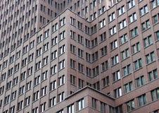 Facciata moderna della costruzione della metropoli nei livelli differenti Immagini Stock Libere da Diritti