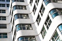 Facciata moderna della costruzione, esterno bianco della costruzione Fotografie Stock Libere da Diritti