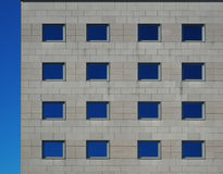 Facciata moderna di pietra grigia di una costruzione elegante immagini stock libere da diritti