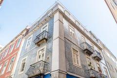 La facciata di una casa portoghese tipica decorata con il