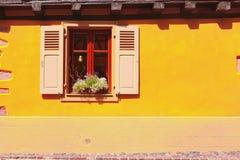 Facciata pittoresca con la finestra in Hunawihr, l'Alsazia, Francia Fotografia Stock