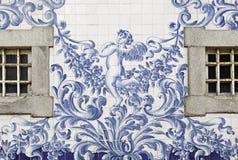 Facciata portoghese con le finestre Immagini Stock Libere da Diritti
