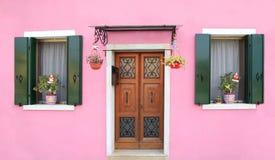 Facciata rosa in Burano, vicino a Venezia Fotografia Stock