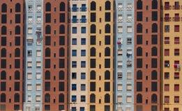 Facciata sociale Colourful Murcia Spagna del blocchetto di torre dell'alloggio Fotografia Stock
