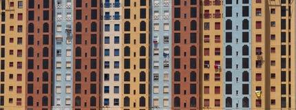 Facciata sociale Colourful Murcia Spagna del blocchetto di torre dell'alloggio Fotografia Stock Libera da Diritti
