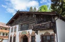 Facciata storica in Baviera Germania di Garmisch-Partenkirchen Immagine Stock