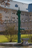Facciata storica della pompa ad acqua e dello sgraffito a Praga Immagini Stock Libere da Diritti