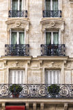 Facciata tradizionale a Parigi fotografie stock