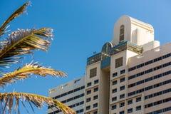 Facciata tropicale dell'hotel Immagine Stock
