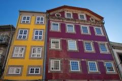 Facciate colorate luminose delle costruzioni Fotografie Stock