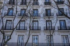 Facciate di architettura tipica della capitale della Spagna, Madrid Fotografie Stock