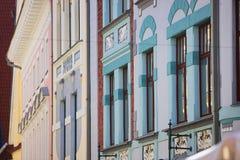 Facciate incantanti di art deco a Tallinn, Estonia fotografia stock