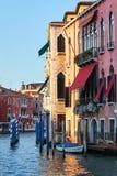 Facciate variopinte di vecchie case medievali a Venezia Fotografia Stock Libera da Diritti