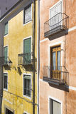 Facciate variopinte nella città La Mancha, Spai di Cuenca, Castiglia Fotografia Stock Libera da Diritti