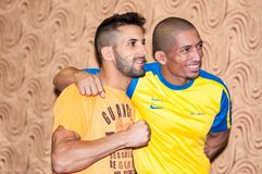 Face à face les arts martiaux mélangés de combattants Photo stock