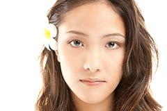 Face asiática de Bautiful com flor Foto de Stock