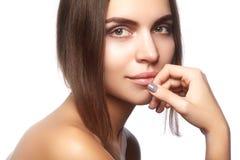 Face bonita da mulher nova Skincare, bem-estar, termas Limpe a pele macia, olhar fresco saudável Composição diária natural imagens de stock