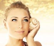 Face bonita da mulher sobre o por do sol da praia Imagens de Stock Royalty Free