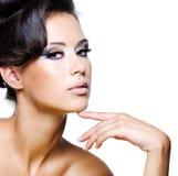 Face bonita de uma mulher nova do encanto Fotografia de Stock