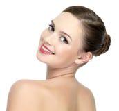 Face de uma menina bonita feliz com bordos vermelhos Imagens de Stock