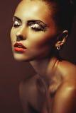 Face de uma menina 'sexy' com composição brilhante foto de stock