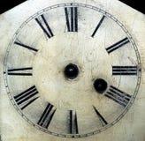 A face do relógio antiga velha com mãos removeu o detalhe do close-up. fotografia de stock royalty free