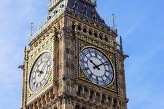 Face do relógio grande da torre de Ben Elizabeth, palácio de Westminster, Londres, Reino Unido imagens de stock
