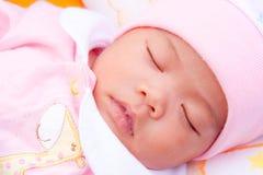 Face do sono recém-nascido asiático imagens de stock