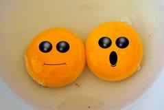 Face engraçada no yolk de ovo fotografia de stock