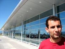 Face masculina no aeroporto Fotos de Stock