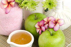 Face mask with green apple and honey. Royalty Free Stock Photos