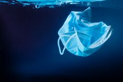 Free Face Mask In Ocean. Coronavirus Protection. Ecology Concept. Enviromental Polution Concept. Stock Images - 184230914