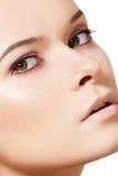 Face modelo da mulher, pele limpa. Wellness & skincare Imagens de Stock
