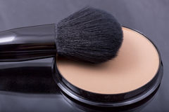 Face powder with a brush Royalty Free Stock Photos