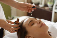 Free Face Skin Care. Woman Receiving Serum Treatment In Beauty Salon Royalty Free Stock Images - 75485489