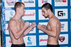 Face to face de vechters gemengde vechtsporten Royalty-vrije Stock Foto's